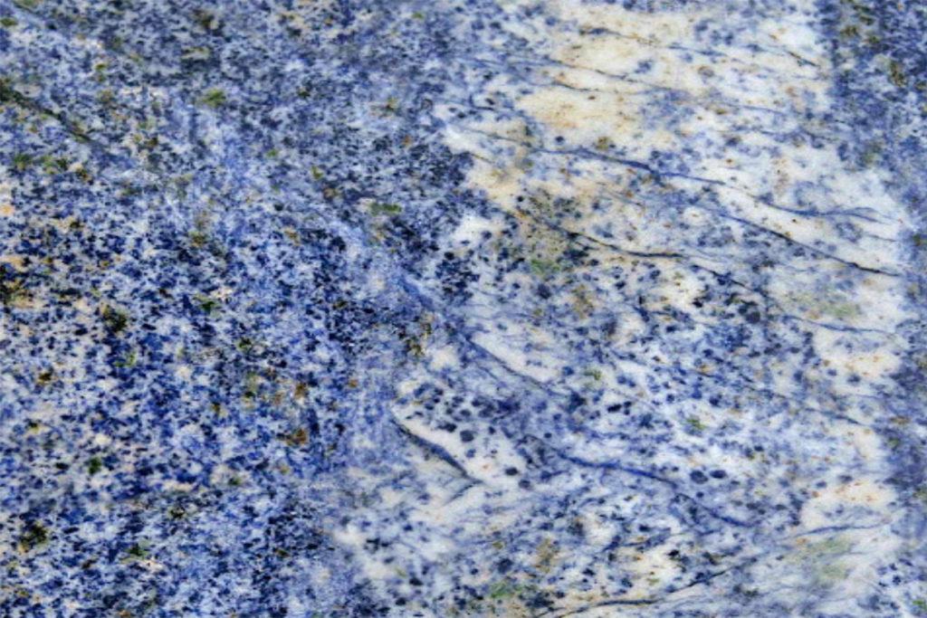 10019 Azul Bahia (Granite) 114X71 $5867/slab